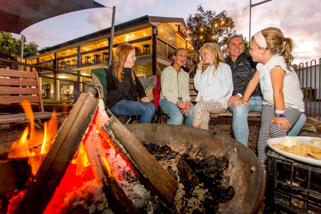 wooli-campfire-family