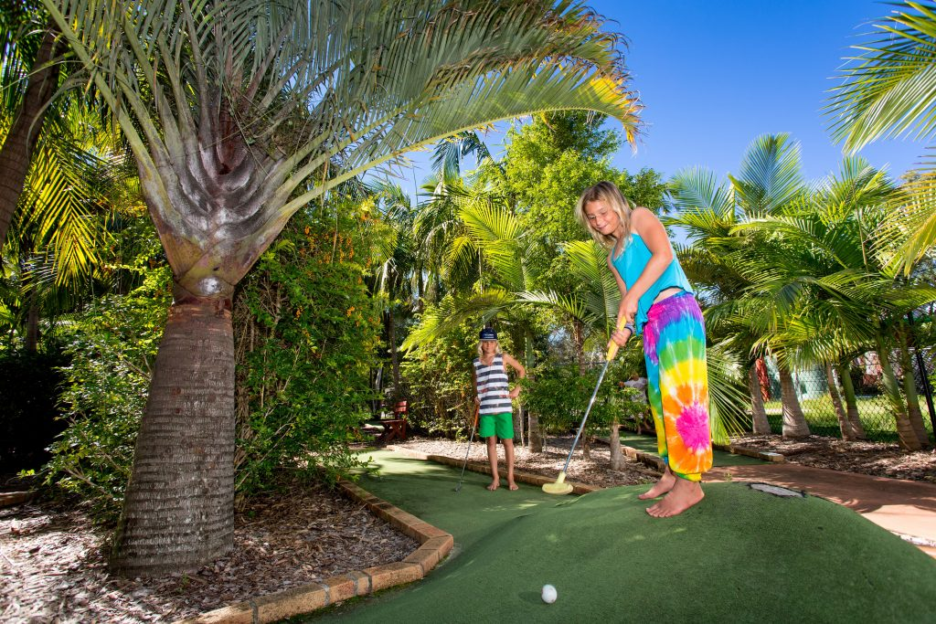 wooli-minigolf-family-fun